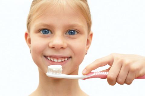 Child Brusing Teeth
